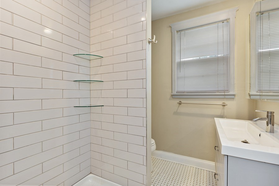 Real Estate Photography - 1309 Macarthur, Jacksonville, FL, 32205 - 2nd Bathroom