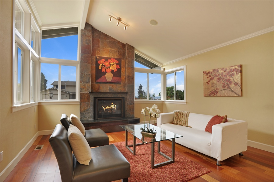 Real Estate Photography - 4470 142nd Ave SE, Bellevue, WA, 98006 - Living Room