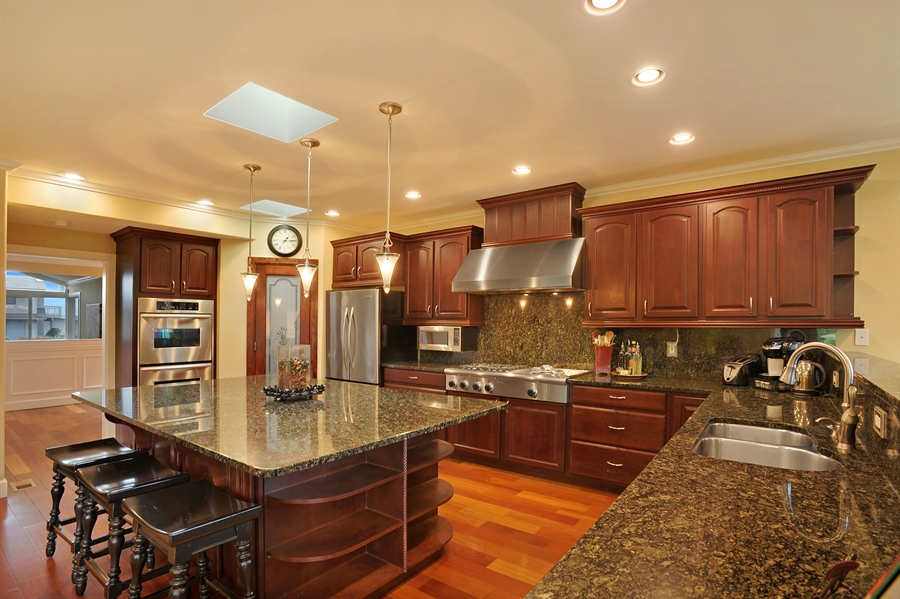 Real Estate Photography - 4470 142nd Ave SE, Bellevue, WA, 98006 - Kitchen