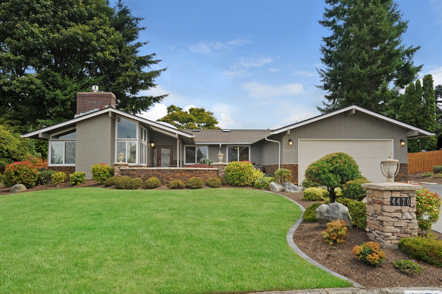 Real Estate Photography - 4470 142nd Ave SE, Bellevue, WA, 98006 - Front View