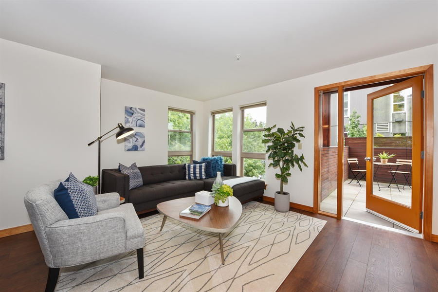 Real Estate Photography - 827 Hiawatha Pl S, 214, Seattle, WA, 98144 - Living Room