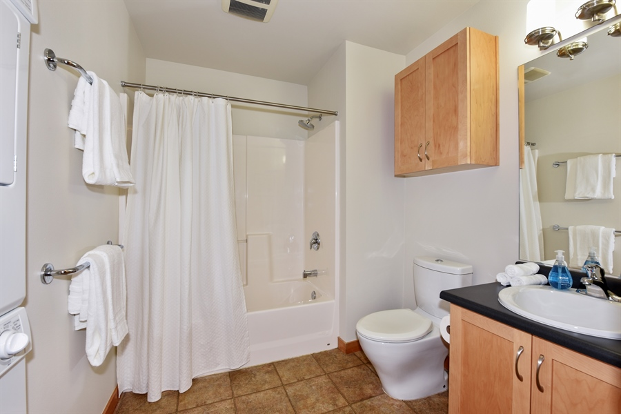 Real Estate Photography - 827 Hiawatha Pl S, 214, Seattle, WA, 98144 - Master Bathroom
