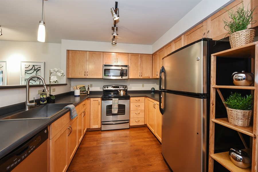 Real Estate Photography - 827 Hiawatha Pl S, 214, Seattle, WA, 98144 - Kitchen