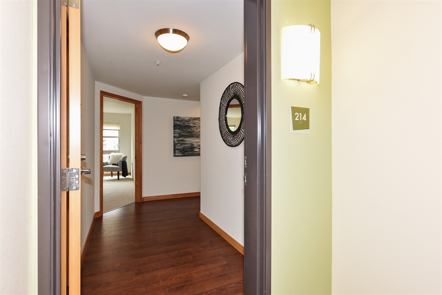 Real Estate Photography - 827 Hiawatha Pl S, 214, Seattle, WA, 98144 - Entryway