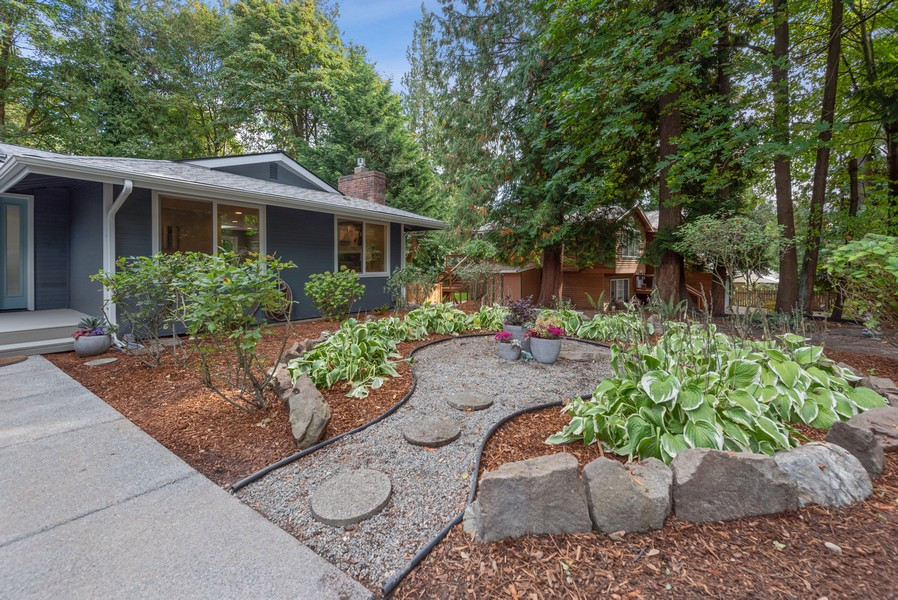 Real Estate Photography - 9628 NE 200th St, Bothell, WA, 98011 - Front Yard