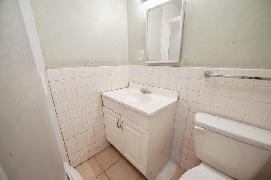 Real Estate Photography - 91 E Lagoon St, Roosevelt, UT, 84066 - 2nd Bathroom