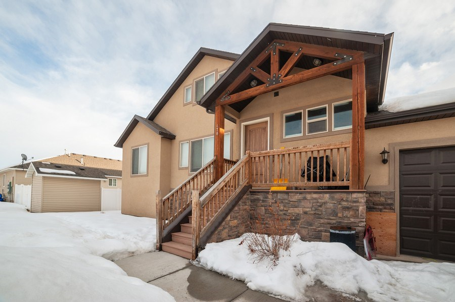 Real Estate Photography - 480 E South Poco Dr, Roosevelt, UT, 84066 - Front View