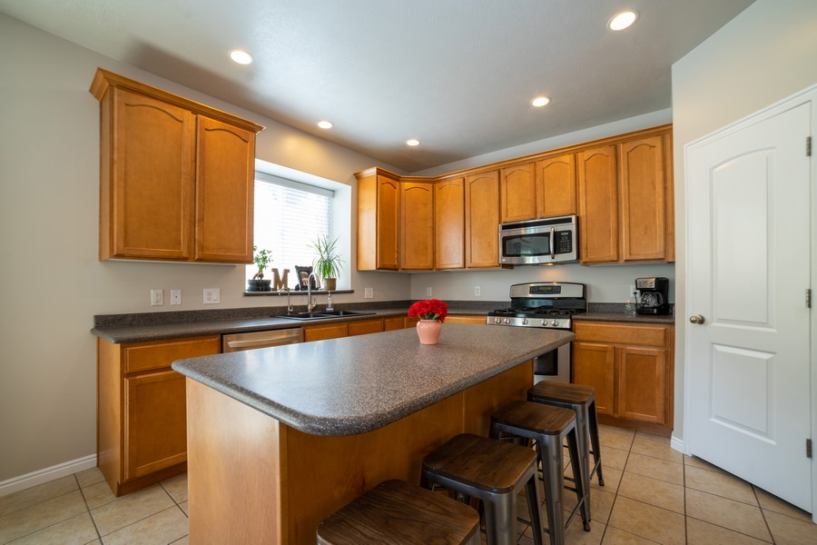 Real Estate Photography - 2922 E Lookout Dr, Eagle Mountain, UT, 84005 - Kitchen